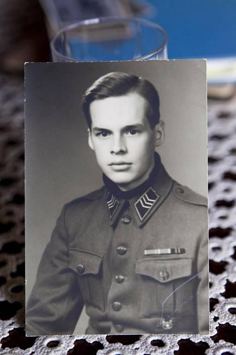 Tuomas Gerdt palveli maineikkaassa JR 7:ssä taistelulähettinä. Kuvassa Gerdt on jo ylennetty kersantiksi.