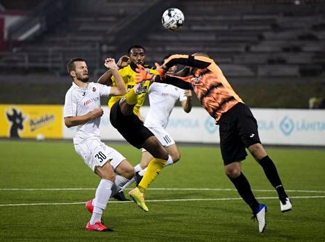 KuPS:n Lucas Rangel vei viime torstaina kuopiolaiset 1–0-johtoon nostamalla pallon yli Suduvan maalivahdin Ivan Kardumin.