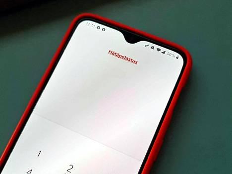 Hätäpuheluvalikon takaa löytyy yleensä numeronäppäimistö itse hätäpuhelun soittamiseen. Sen lisäksi siellä on mallista riippuen käyttäjän hätätiedot tai nappi niihin (tässä tapauksessa hätäpelastusteksti).