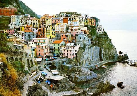 Cinque Terre Italiassa on klassinen esimerkki kohteesta, jossa käy liikaa väkeä.