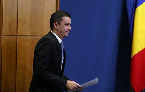 Pääministeri Sorin Grindeanu ilmoitti uuden korruptiolain perumisesta lauantaina.