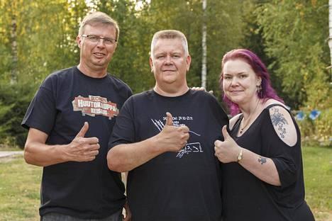 Markku, Aki ja Heli saivat hyvät naurut, kun huutokaupassa kaupattiin sähköpaimenia.