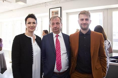Syksyllä nähtävässä Diilissä Hjallis Harkimon neuvonantajina ovat Riia Martinoja ja Joel Harkimo.