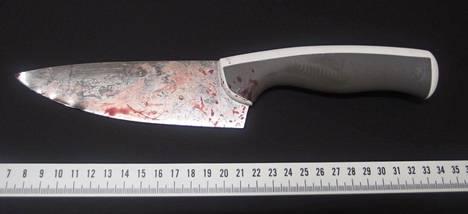 Toinen Turun puukotuksessa käytetyistä Ikea-veitsistä. Terän pituus on noin 15 senttimetriä.