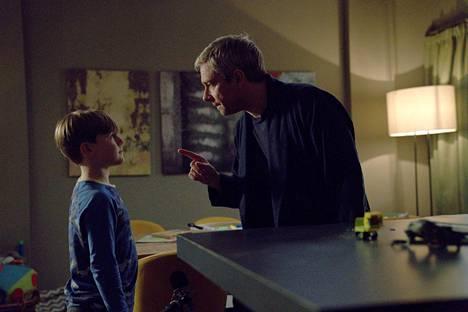 Martin Freeman näyttelee uupunutta perheenisää komediasarjassa Breeders.