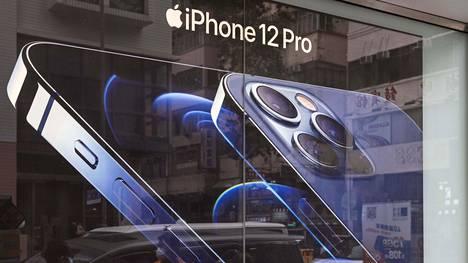 Uusien iPhone 12 -puhelimien näytöissä on värivääristymiä.