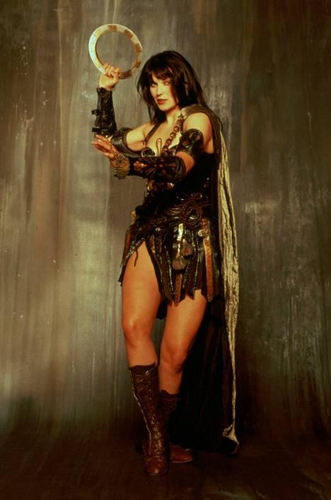 näyttelijä Lucy Lawless on muuttunut melkoisesti sitten Xenan aikojen.