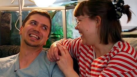 Emman ja Tuomaksen välit kiristyvät.