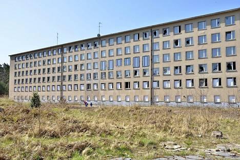 Toisen maailman sodan alkaminen keskeytti vuonna 1939 Hitlerin tilaaman Prora-nimisen rakennusprojektin saksalaisessa rantakohteessa.