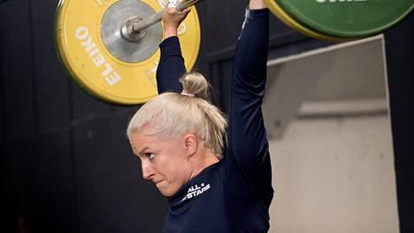 Anni Vuohijoki ei pystynyt varmistamaan olympiapaikkaansa Calissa. Kuva harjoituksista Helsingissä maaliskuussa 2021.