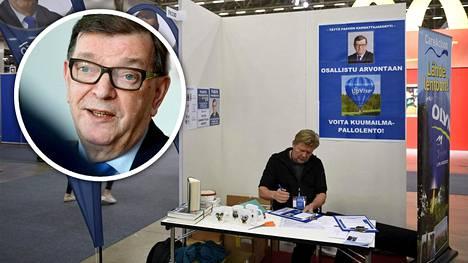 Presidenttiehdokkaaksi pääseminen vaatisi, että Paavo Väyrysellä olisi koossa kannattajakortteja yhteensä 20000 kappaletta.