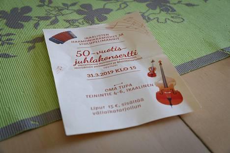 Ikaalisten harmonikkamiesten ja viulupelimannien 50-vuotis-juhlakonsertti jäi Annikki Luokkalalta ja Antti Koivistolta näkemättä, sillä taksi ei saapunut noutamaan heitä.