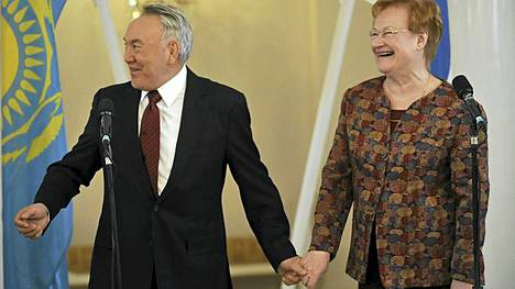 Nursultan Nazarbajev tapasi Tarja Halosen vuonna 2009.