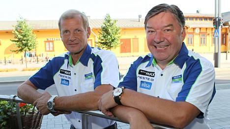 Juha Repo (oik.) ja Juha Kankkunen Suomen MM-rallin yhteydessä vuonna 2000.