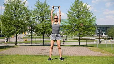 Simppeli ja supertehokas liike vahvistaa koko kroppaa – kyytiä saavat niin pakarat kuin keskivartalo