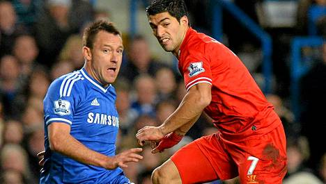 John Terry (vas.) pelasi sunnuntaina uransa 600. ottelun Chelseassa.