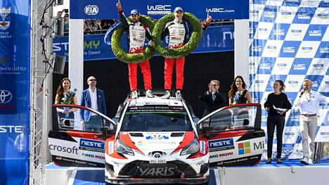 Esapekka Lappi juhli Toyotalla Neste Rallyn voittoa.