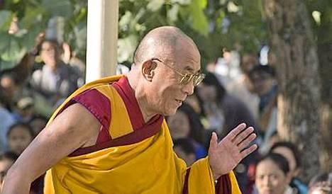 Yhdysvaltain kongressi aikoo myöntää dalai-lamalle kultaisen ansiomitalin.