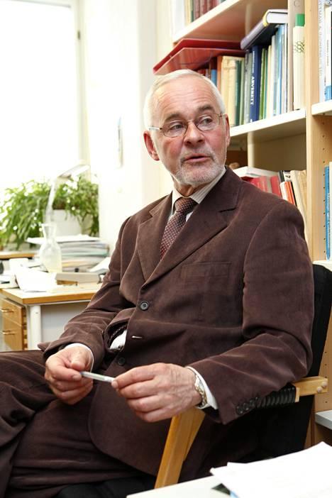 Siviilioikeuden professori Urpo Kankaan mukaan monet perintöriidat olisi vältettävissä ennakkoon tehdyillä kirjallisilla sopimuksilla.