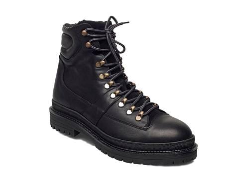 Tanskalaisen Shoe The Bearin miesten nahkaisissa nilkkureissa on lämmin sisävuori, 119,97 €, Boozt.com.