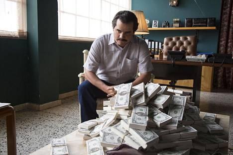 Narcos pohjautuu kolumbialaisen huumeparoni Pablo Escobarin elämään. Kuvassa Escobaria sarjassa esittävä Wagner Moura.