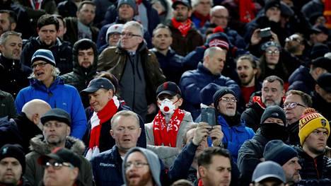 Liverpoolin ja Atletico Madridin välinen Mestarien liigan ottelu pelattiin 11. maaliskuuta. Jotkut katsojista olivat varustautuneet iltaan kasvomaskein.