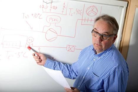 Matti Jokela on opettanut ilmalämpöpumppujen asentamista vuosien ajan.