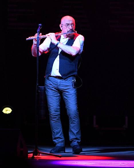 Jethro Tullin Ian Anderson ei pidä suurista areenakeikoista.