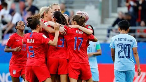 Yhdysvallat möyhensi Thaimaan murskalukemin 13–0.