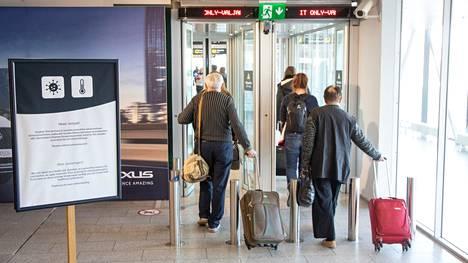 Tallinnan lentokentällä kuvattiin matkustajia lämpökameralla maaliskuussa 2020.