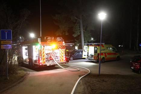 Palomestarin mukaan palopaikalla tehtyjen ensihavaintojen perusteella palo on mahdollisesti saanut alkunsa keittiöstä.