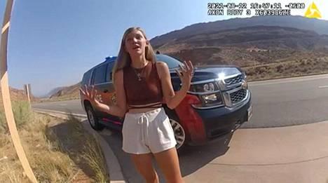 Gabby Petito, 22, kertoi poikaystävänsä kanssa tapahtuneesta yhteenotosta Moabin poliisin kehokameran kuvaamalla videolla 12. elokuuta.