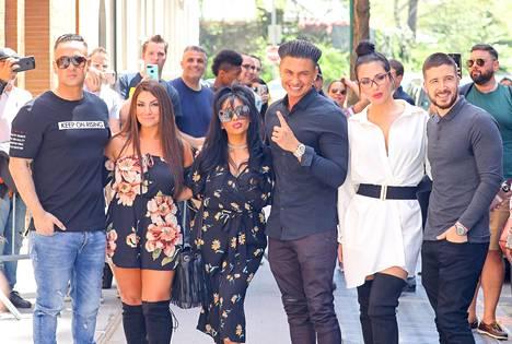 Jersey Shore teki odotetun paluun tänä vuonna, kun Jersey Shore: Family vacation -sarja alkoi. Kuvassa Mike Sorrentino, Deena Nicole Cortese, Nicole Polizzi, DJ Pauly D, JWoww and Vinny Guadagnino.