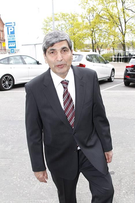 Nasima Razmyarin isä Mohammed Daud Razmyar saapui Svenska Klubbenille kello 16.15.
