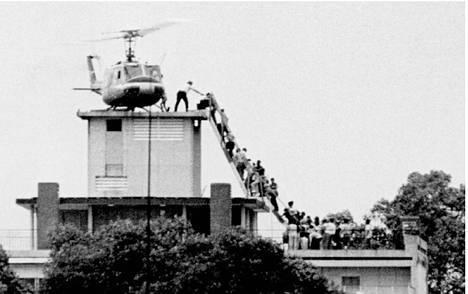 """Vietnamin sota oli Yhdysvalloille pelkkä """"poliisitoimi"""". Se päättyi Saigonin kukistumiseen ja Yhdysvaltain lähetystön evakuointiin huhtikuussa 1975."""