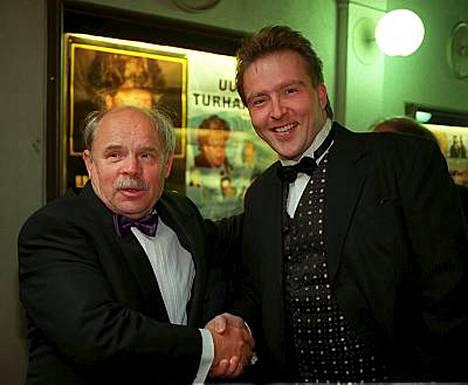 Ere Kokkonen ja Joel Hallikainen Uuno Turhapuro -elokuvan ensi-illassa 1998.