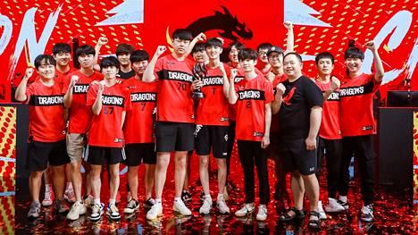 Shanghai Dragonsin matka Overwatch Leaguessa alkoi 42 ottelun tappioputkella vuonna 2018. Kolme vuotta siitä joukkue on liigan ylivoimainen ykkösnimi ja tuore mestari.