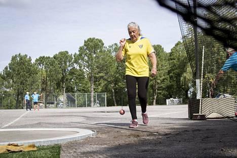 Eila Mikola toimi oman urheilu-uransa jälkeen valmentajana yli 30 vuotta.