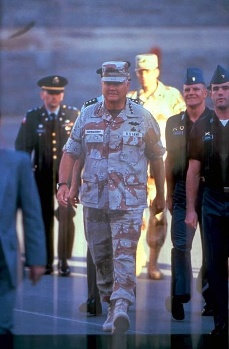 Kenraali Norman Schwarzkopf Saudi-Arabiassa vuonna 1991.