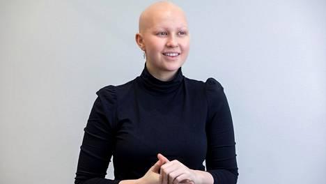 """""""Olen päättänyt, että musta tulee alopecian kautta vähintään puolijulkkis, jotta voin puhua tästä mahdollisimman paljon"""", sanoo Milla-Maria Kujala."""