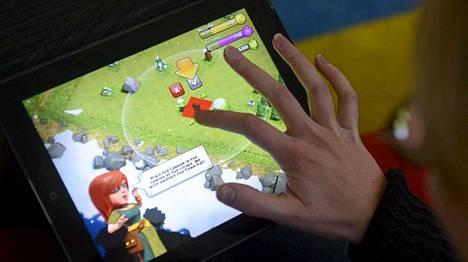 EU, Apple ja Google neuvottelevat ilmaiseksi ladattavien pelien sisäisistä ostoista. Esimerkiksi alaikäisten Clash of Clans -pelissä tekemien ostosten aiheuttamat laskut ovat tuottaneet yllätyksiä vanhemmille.