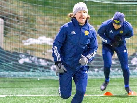 Juho Torkkeli Pallo-Iirojen treeneissä keväällä 2021.