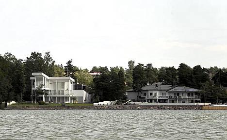 Marimekon myynyt yrittäjäneuvos Kirsti Paakkanen asuu hulppeasti Suomenlahden rannalla, ja naapurissa elelee Talvivaaran kaivoksella omaisuuden luonut Pekka Perä.