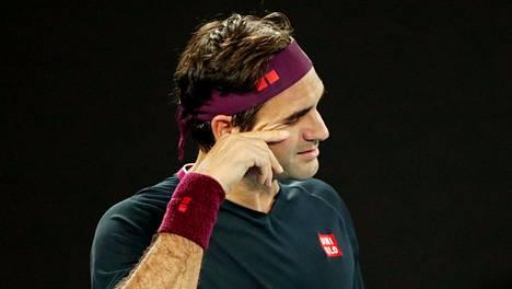 Roger Federer lahjoittaa miljoona Sveitsin frangia koronaviruksen vastaiseen työhön.