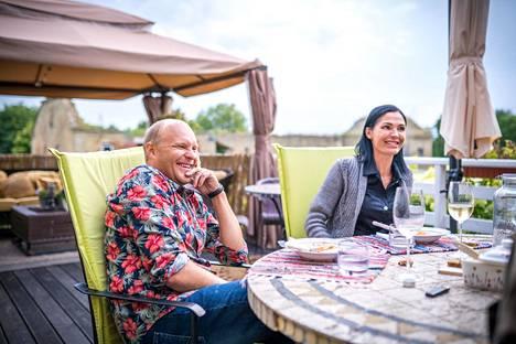 Kalle ja Riina-Maija Palander puhuivat vanhemmuudestaan Nelosen Kimpassa-ohjelmassa tammikuussa.