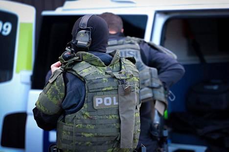 Poliisi valmistautui jättioperaatioon maanantaina.