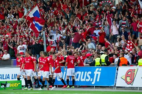 Stadin derbyjen huima tunnelma katoaa Veikkausliigasta, mikäli HIFK putoaa.