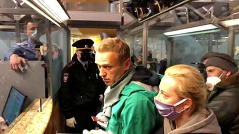 Viranomaiset ottivat Aleksei Navalnyin kiinni sunnuntaina.