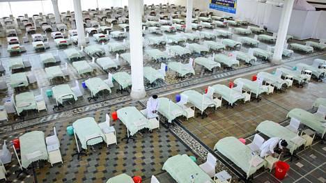 Koronapotilaille tarkoitettuja sairaalapaikkoja Delhissä.