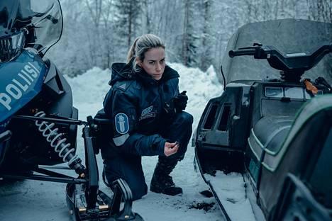 Iina Kuustonen näyttelee Nina Kautsaloa jännitysdraamasarjassa Ivalo. Sarjaan kuvataan parhaillaan toista tuotantokautta.